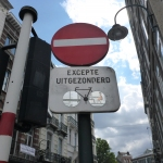 Cyclist allowed in a oneway / contraflow