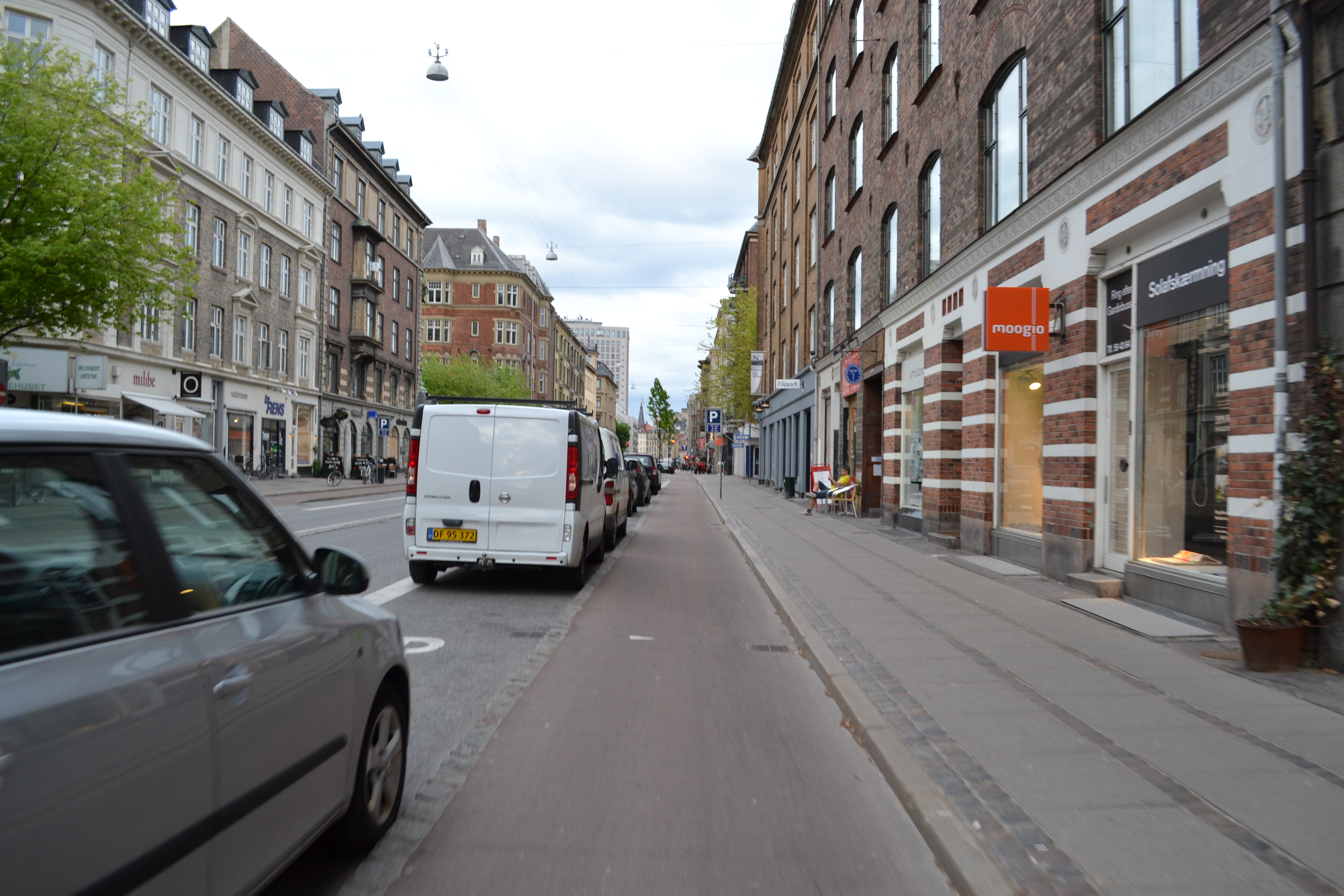 Street configuration - road, car parking, cycling path